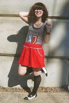red f21 skirt - gray f21 t-shirt - black Target socks - black Aldo shoes