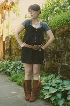 black Old Navy shorts - gray Old Navy t-shirt - brown Target boots - brown Wet S