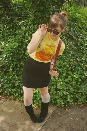 yellow modcloth t-shirt - black Express skirt - black Delias boots - gray Target