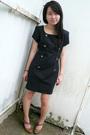 Black-vintage-dress-brown-shoes