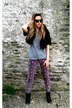 vintage vest - American Apparel t-shirt - Topshop boots - vintage sunglasses - T