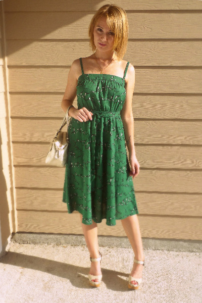 forest green green belted Urban Outfitters dress - neutral golden coach bag - nu