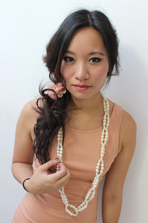 pink dress - pearls necklace