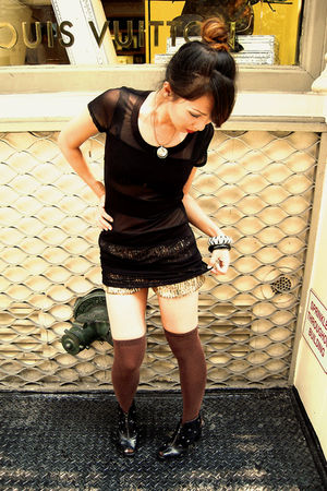 black Forever 21 top - gold random brand shorts