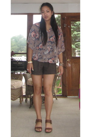 bubble gum floral Forever 21 shirt - light brown tweed Forever 21 shorts