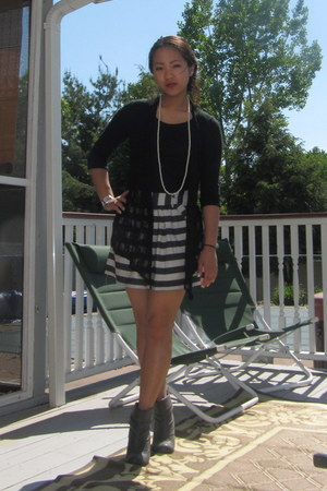 charcoal gray striped Forever 21 skirt - black Express shirt
