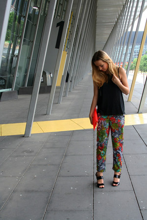 neon bronzesnake bag - floral print Topshop pants - patent leather Wittner heels