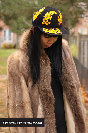 Black-fitted-hat