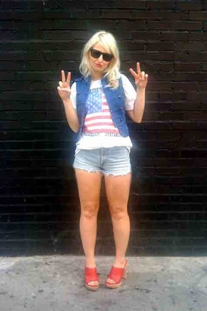 The rolling stones t-shirt - Quincy by Jessica Simpson vest - Levis shorts - Dol