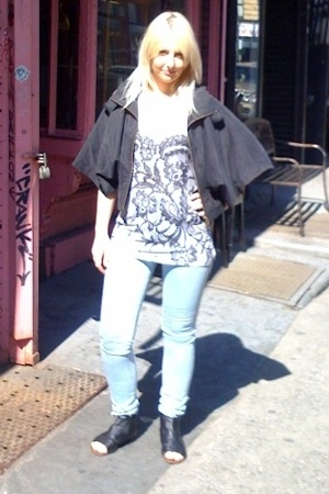Dolce Vita jacket - Torn top - silence and noise jeans - DV by dolce vita shoes