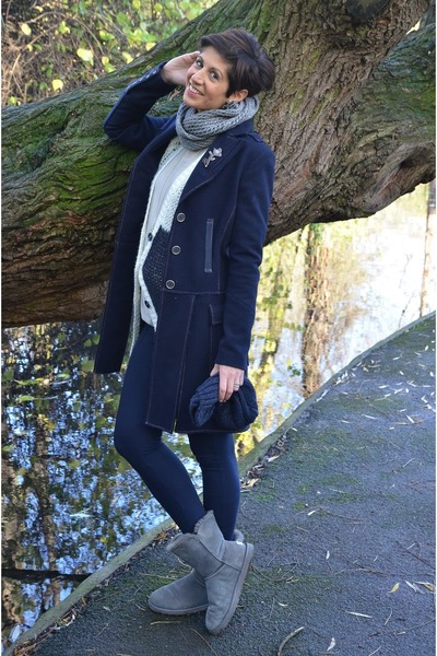 Guess coat - Ugg boots - Dixie sweater - Calzedonia leggings