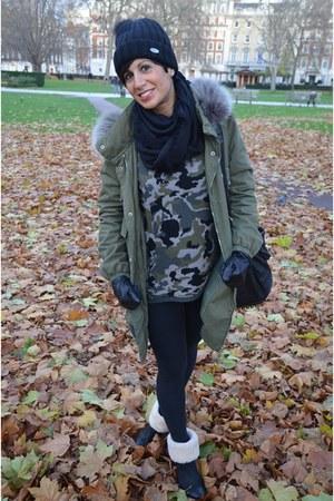 VLevel coat - Ugg boots - Zara sweater - Calzedonia leggings