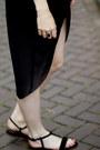 Black-h-m-trend-dress-black-chanel-bag-black-vintage-sunglasses