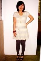 Jessica dress - SM leggings - SM bracelet - SM shoes - moms vintage accessories