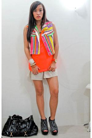 vest - orange Topshop top - beige random brand shorts - black Zara shoes - black