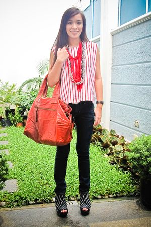 red top - black Zara shoes - black skinny Mango jeans - red shoulder bag bag