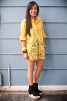 gold solo shirt - black Soule Phenomenon shoes