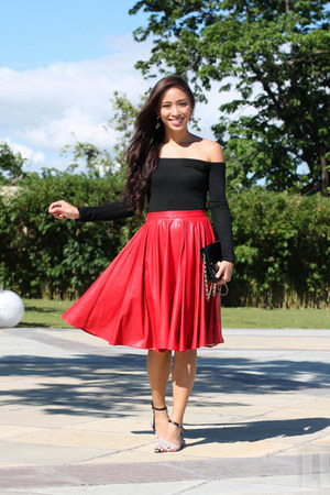 red apartment 8 skirt