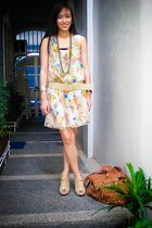 beige apartment 8 dress - beige random brand belt - gold random brand accessorie