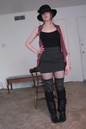 gray cotton kohls socks - black fish net Target tights - pink pleated Duo blouse