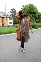 black Zara jeans - tawny H&M bag - bronze Vero Moda cardigan - Ray Ban accessori