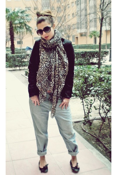 Levis jeans - black Stradivarius blazer - black Mango - H&M scarf