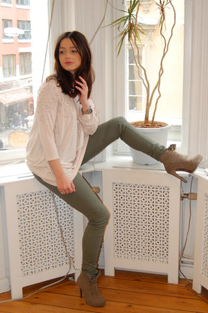 dark khaki suede BELLE SHOES boots - army green H&M leggings - light pink H&M bl