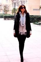 gray scarf Zara scarf - denim shorts BLANCO - black fur vest Zara