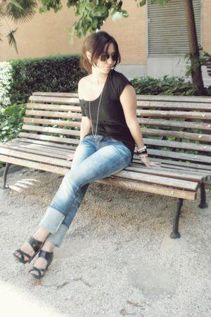 black H&M shirt - black no brand shoes - no brand jeans