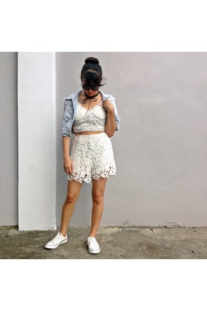 white lace zaful romper - white fila sneakers