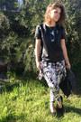 Black-vintage-bag-white-floral-harem-manikin-pants