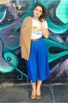 blue pleated midi volcom skirt - off white laksa print Nom Nom t-shirt