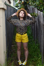 Camel-vintage-sweater-yellow-denim-vintage-shorts