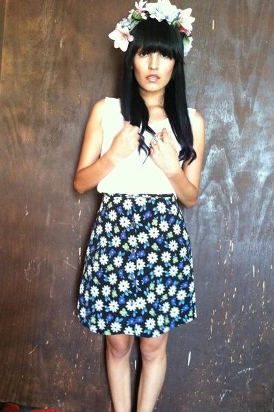 floral print skirt - blouse - birds ring