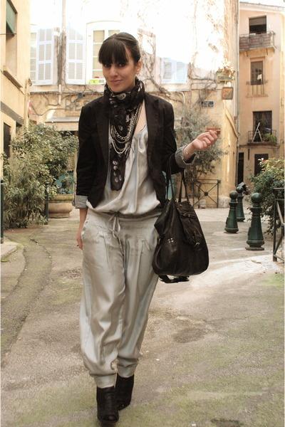 silver Guess Jeans - black H&M blazer - black Zara shoes