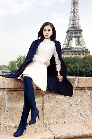 navy boots - white dress - navy coat
