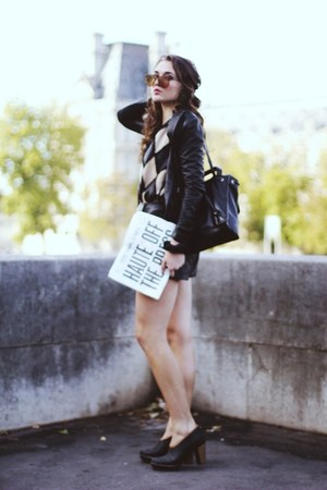paper Karl Daily accessories - Sorel boots - backpack Dannijo bag