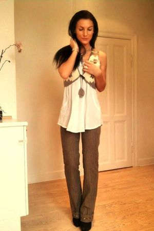 beige culture vest - white Sirup - brown Malene Birger pants - black sbar shoes