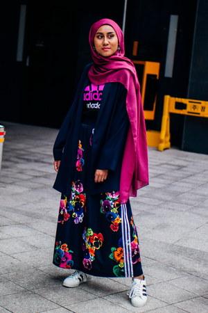 navy floral print Adidas skirt - navy oversized Mango blazer