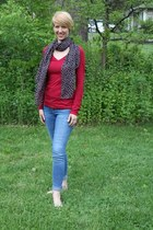 heart print Mishpish Boutique scarf - skinny Guess jeans - red Express shirt