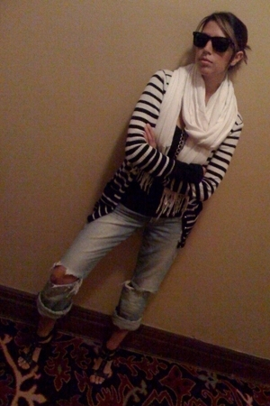 Ray Ban sunglasses - Express top - forever 21 sweater - abercrombie and fitch je