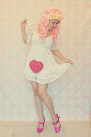 pink heart H&M bag - ivory lace empire Bubble Tees dress