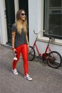 Amercian-vintage-shirt-american-flag-all-stars-sneakers-leather-pants-met-je