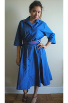 blue vintage The Launderette dress - red heels