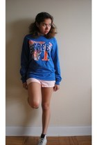 blue t-shirt - light pink Forever 21 shorts - white Converse sneakers