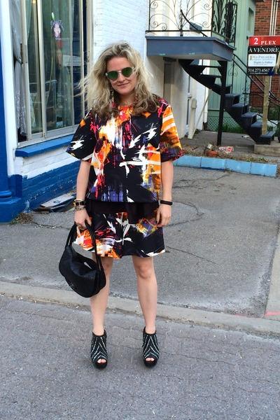 Hermes bracelet - Chanel purse - le chateau sunglasses - H&M skirt - Zara wedges