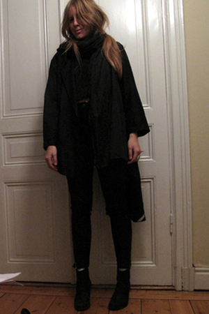 black vintage jacket - black H&M jeans - black hope t-shirt - black Nilson shoes