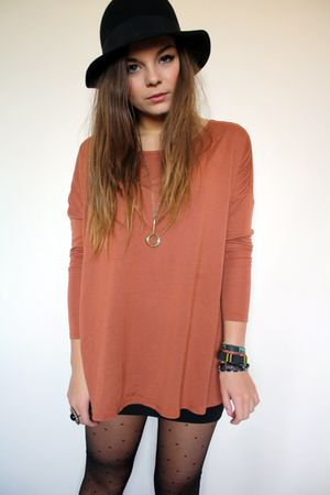 gold spyglass Zara Taylor necklace - felt H&amp;M hat - black body con H&amp;M skirt