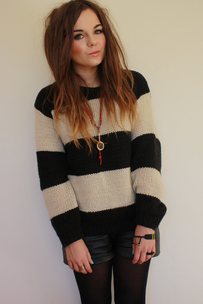 Primark sweater - leather Primark shorts - gold Zara Taylor necklace