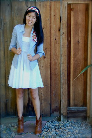 blue shirt - white dress - brown boots - beige accessories